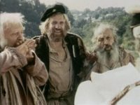 Кадр из фильма «Среди серых камней»