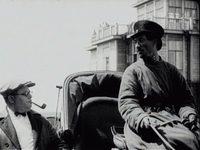 Кадр из фильма «Папиросница от Моссельпрома»