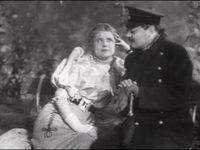Кадр из фильма «Человек в футляре»