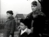 Кадр из фильма «У твоего порога»