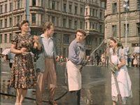 Кадр из фильма «Улица полна неожиданностей»